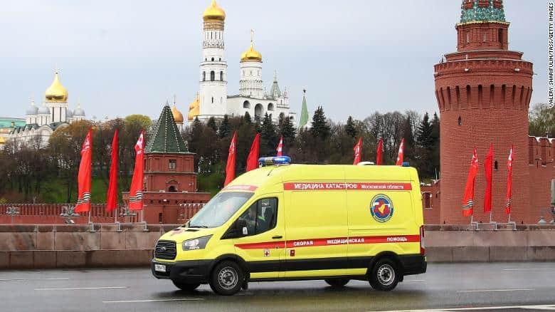 Simptomet e covid-19 jane shume te ndryshme, ne Rusi ato i bëjnë mjeket te gjuhen prej dritaresh!
