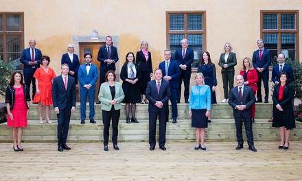 Qeveria suedeze përbëhet nga një kryeministër dhe 22 ministra.